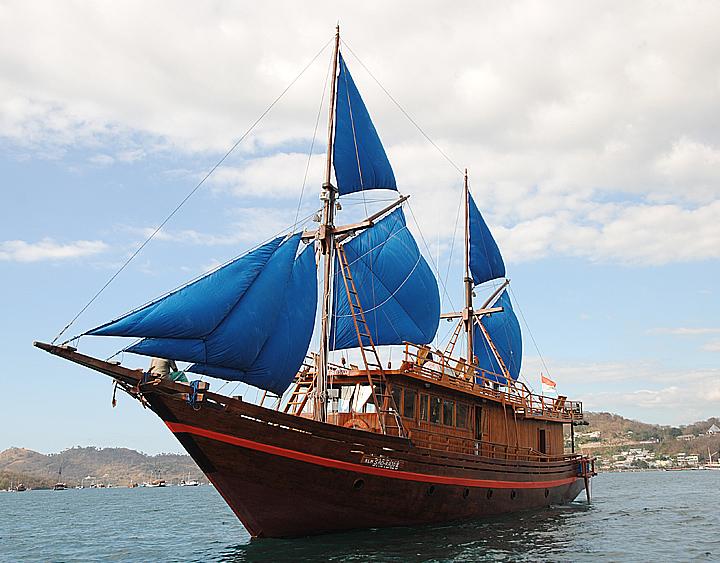 Sail to Komodo Island