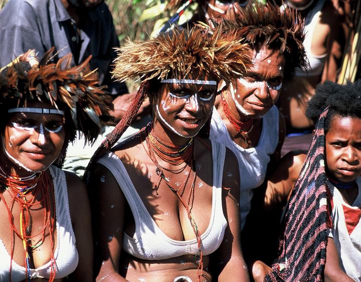 GirlsinPapua