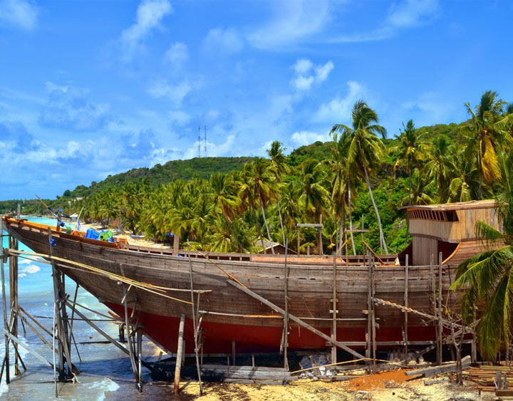 Local people – the expert of building their penishi – boat