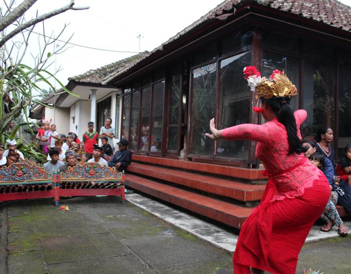 Joged Bumbung Dance