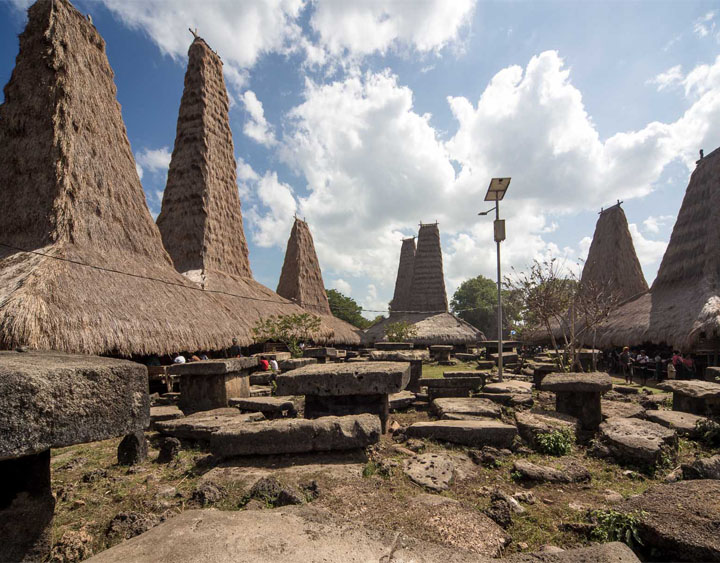 4 Days Sumba - Ikat Weaving and Megalithic Adventure