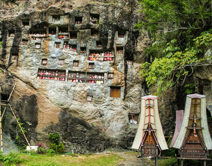3 Days Toraja The Land Of Hanging Grave